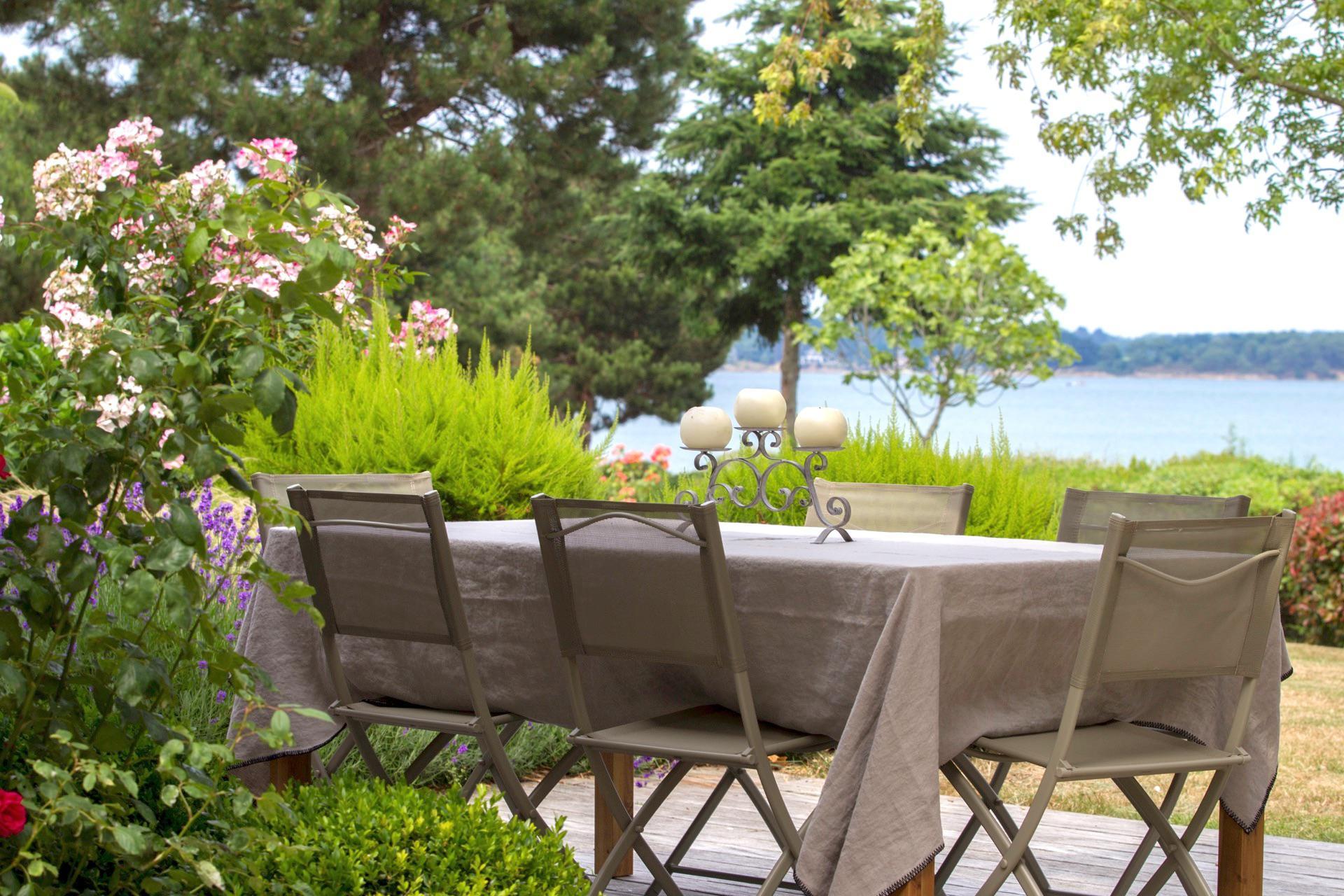 petit déjeuner en terrasse vue mer
